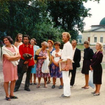 Станислав Михайлович Зайцев ведет экскурсию
