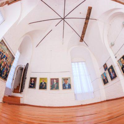 Выставочный зал на колокольне музея церковной старины