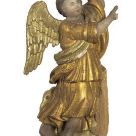 Ангел XVIII в. Дерево, левкас, темпера, кованое железо (гвозди);резьба, роспись, золочение, серебрение