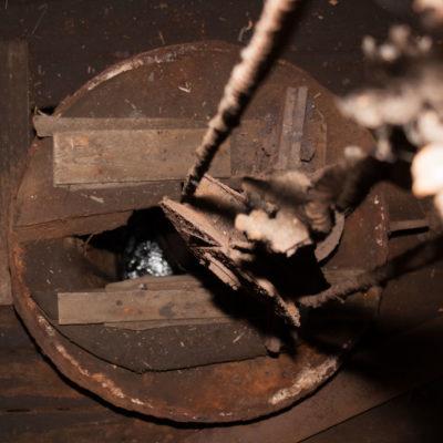 Матичная труба с лебедкой, фрагмент насоса внутри Александровской рассолоподъёмной башни, 1904 г., Усть-Боровской солеваренный завод